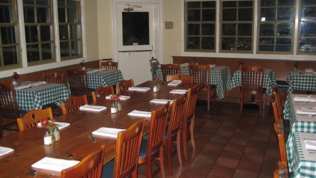 Rick Anns Restaurant - Community table restaurant